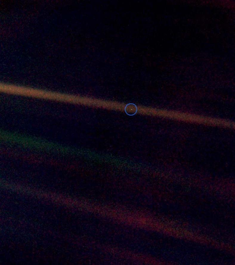 Jorden från 6.1 miljarder kilometers håll